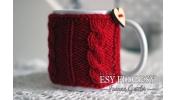 Kubek w sweterku czerwony