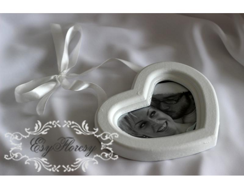 Ramka na zdjęcie biała w ażurowej ramie